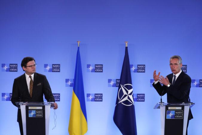 NATO stojí pri Ukrajine, Stoltenberg varuje Rusko pred zhromažďovaním vojsk pri hraniciach