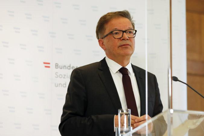 Rakúsky minister zdravotníctva Anschober podal demisiu, z funkcie ho vyhnala prepracovanosť