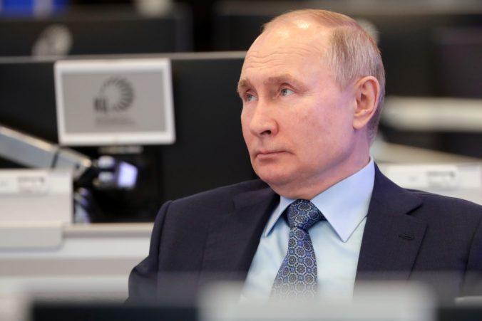 Ruský prezident Putin dostal druhú dávku vakcíny. Dúfa, že všetko bude v poriadku