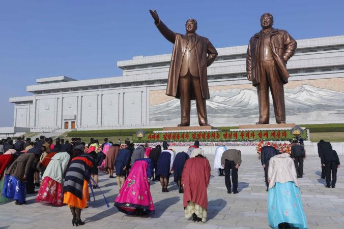KĽDR oslávila 109. výročie narodenia Kim Ir-sena, veľkolepé vojenské prehliadky tento rok chýbali