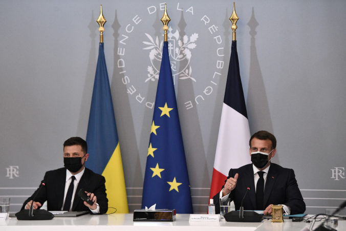 Francúzsko a Nemecko majú presvedčiť Ukrajinu, aby dodržiavala prímerie, očakáva Kremeľ