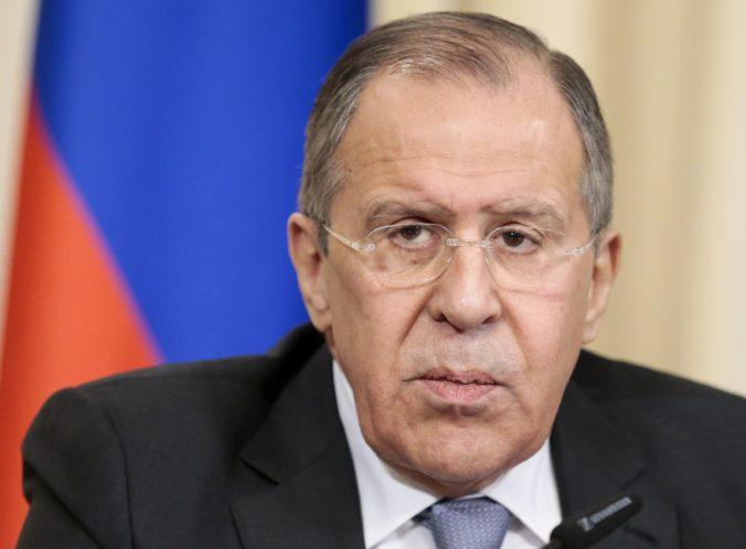 Rusko v reakcii na najnovšie americké sankcie vyhostí desať diplomatov USA, oznámil Lavrov