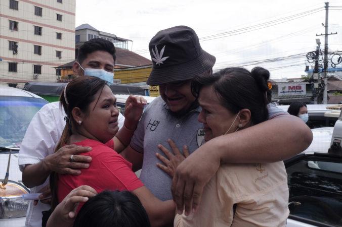 Mjanmarsko omilostilo tisícky väzňov. Nevie sa však, či sú medzi nimi aj prodemokratickí aktivisti