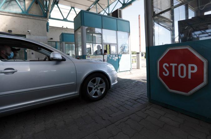 Slovák prevážal v aute nelegálnych migrantov zo Sýrie, polícia ich chytila v Maďarsku