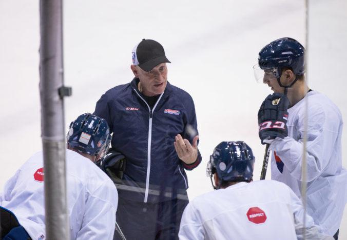 Slovenských hokejistov po dlhej prestávke čakajú zápasy, privítajú hostiteľov MS v hokeji 2021