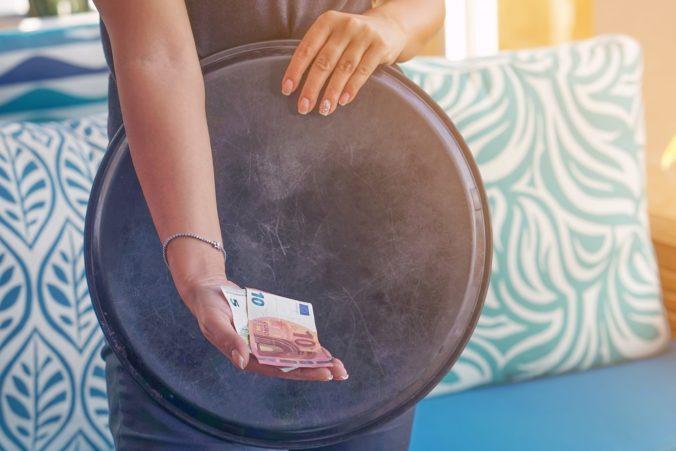Zníženie DPH ako pomoci pre turizmuz a gastro je nedohľadne, podľa Doležala treba poriadnu analýzu