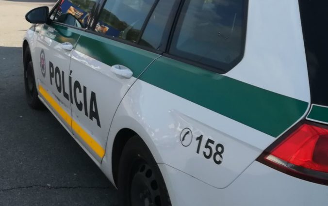 Vodič na varovné výstrely nereagoval, polícii ďalej unikal aj po zasiahnutí motorovej časti (video)