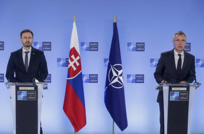 Šéf NATO ocenil investície Slovenska do obrany, Naď ho informoval o modernizačných projektoch
