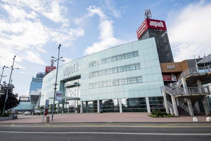 Bratislavský Aupark kupuje za 450 miliónov eur spoločnosť WOOD & Company