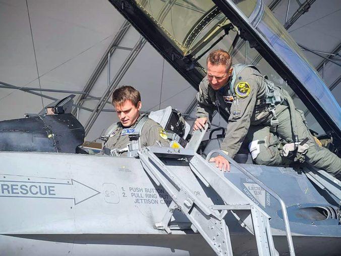 Lukáš Kúdela sa stal prvým slovenským pilotom, ktorý riadil americkú stíhačku F-16
