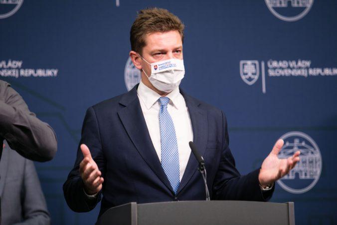 Minister Doležal sa ospravedlnil za expresívne a prehnané slová, že nenávidí Slovenskú poštu