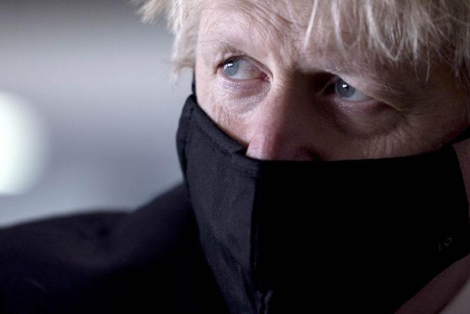 Britský premiér Johnson má problém, jeho telefónne číslo bolo 15 rokov dostupné na internete