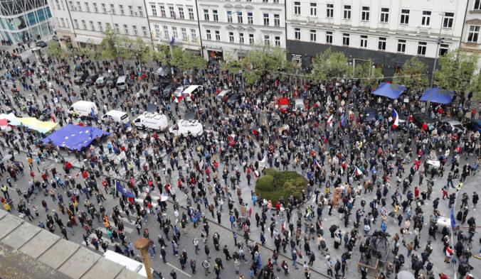 Tisíce Čechov vyšlo do ulíc, protestovali proti prezidentovi Zemanovi (video)