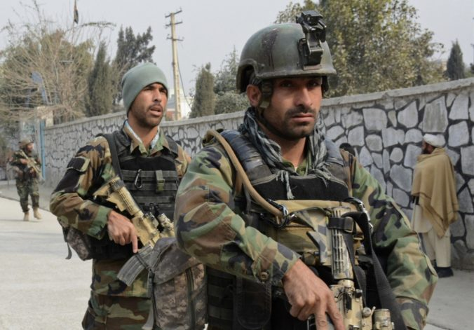 Mestom na východe Afganistanu otriasol mohutný bombový útok, zahynulo najmenej 21 ľudí