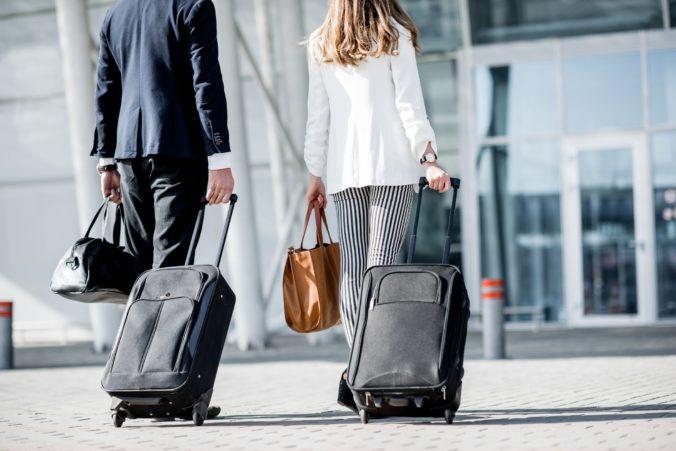 Členské štáty Únie by mali zrušiť cestovné reštrikcie pre plne zaočkovaných, navrhuje Európska komisia