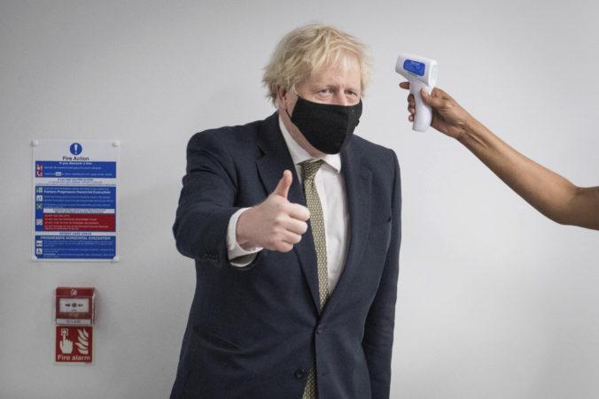 Situácia v Británii sa rapídne zlepšuje, podľa Johnsona by sa v júni mohli zrušiť posledné obmedzenia