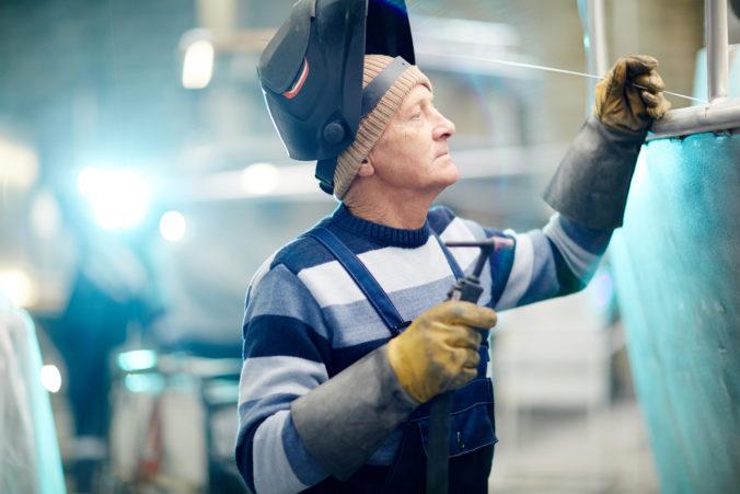 Vek odchodu do dôchodku sa má opäť zvýšiť, ministerstvo práce hovorí o medzigeneračnej solidarite