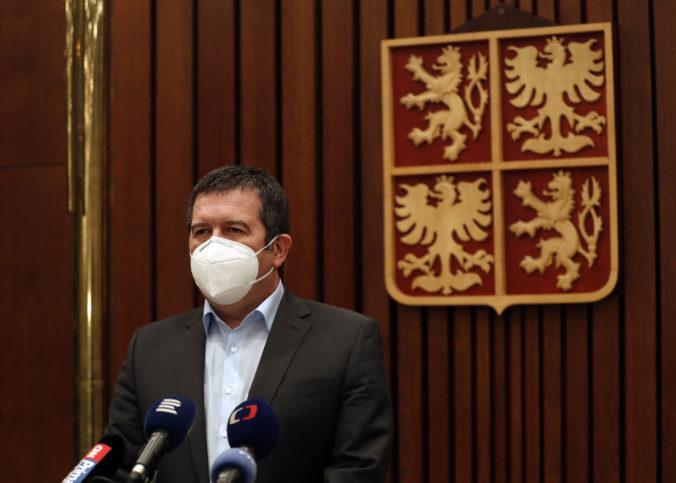 Hamáček považuje článok o výbuchu vo Vrběticiach za očierňovanie, vysúdiť chce milióny českých korún