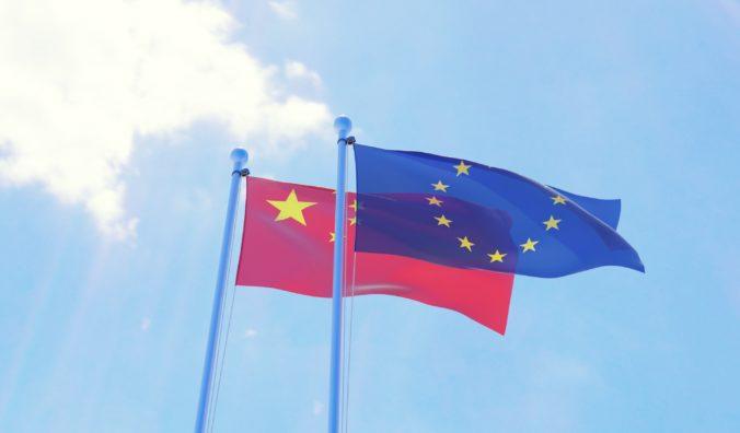 Napätie medzi EÚ a Pekingom vrcholí, Únia pozastavila snahu o ratifikáciu dohody s Čínou o investíciách