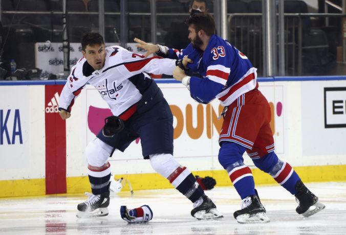 Rangers pomstili besnenie Wilsona, zápas prepísal históriu NHL v počte bitiek za úvodných päť minút (video)