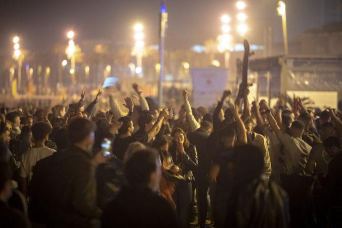 V Španielsku sa po šiestich mesiacoch skončil celoštátny lockdown, v uliciach vypukli oslavy