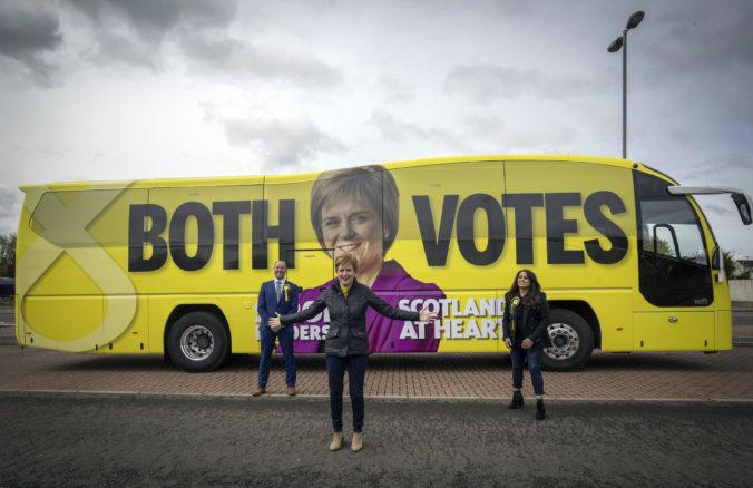 Víťazom volieb v Škótsku je Sturgeonovej strana, nacionalistom však k majorite chýba jedno kreslo