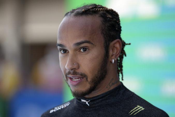Hamilton chce mať istotu, kontrakt s Mercedesom sa chystá predĺžiť ešte pred letnou pauzou