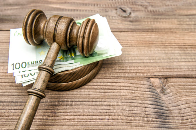 Obvinený právnik z akcie Plevel 3 bude stíhaný na slobode, súd nezistil dôvod na väzbu