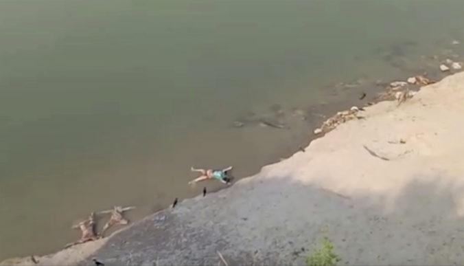 V Gange plávali desiatky mŕtvych tiel, špekuluje sa o obetiach koronavírusu