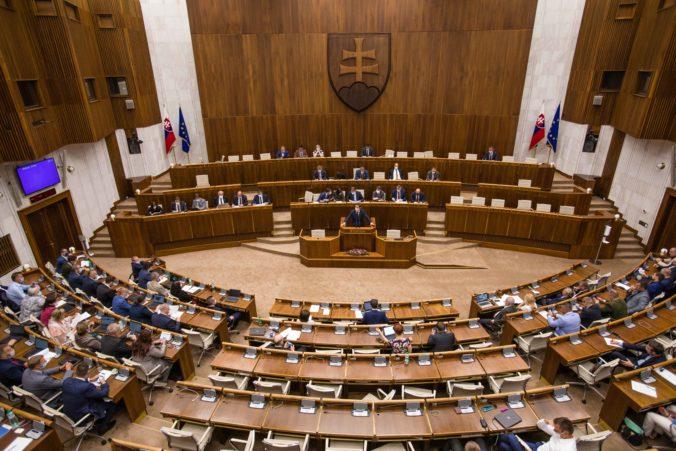 Parlament opäť presunul rokovanie o rozpočtovej zodpovednosti, koalícia hľadá cestičku k dohode