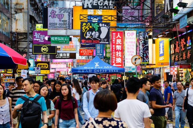 Populácia Číny počas dekády stúpla o 72 miliónov, rodinu si však zakladá čoraz menej párov