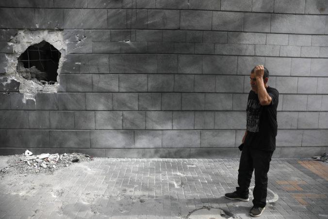 Izraelské tanky ostreľovali Pásmo Gazy, snažili sa zničiť palestínskym militantom sieť tunelov