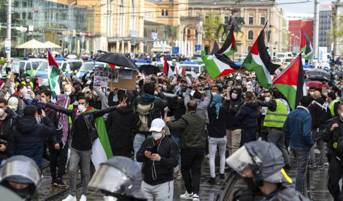 Ľudia v niekoľkých európskych mestách sa zišli a protestovali proti Izraelu