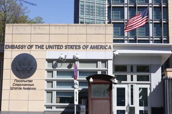 Veľvyslanectvo USA dočasne obnoví v Moskve niektoré konzulárne služby, muselo však zredukovať počet zamestnancov