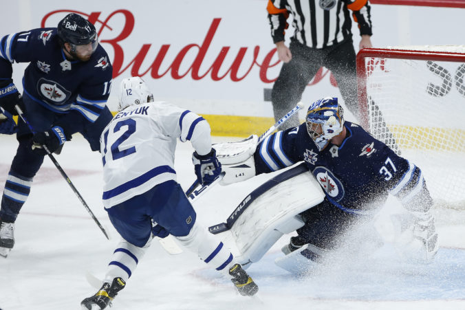 Winnipeg rozhodol o triumfe nad Torontom až v tretej tretine, Matthews si nevylepšil bilanciu (video)