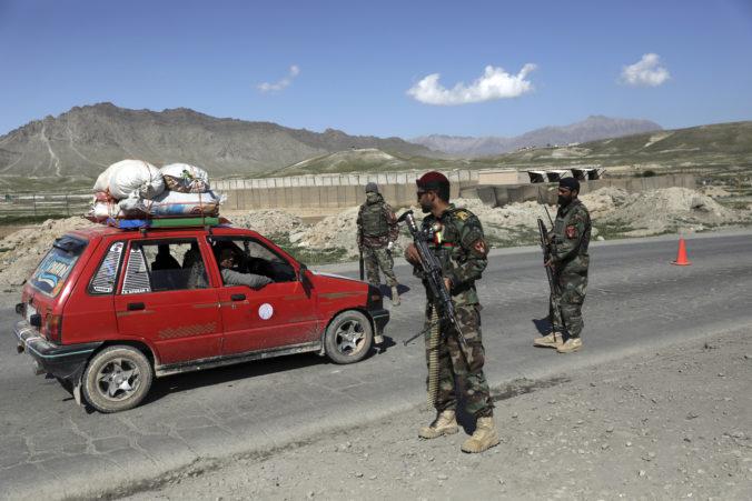 Afganistan a Taliban chcú začať mierové rokovania, násilnosti v krajine však pokračujú