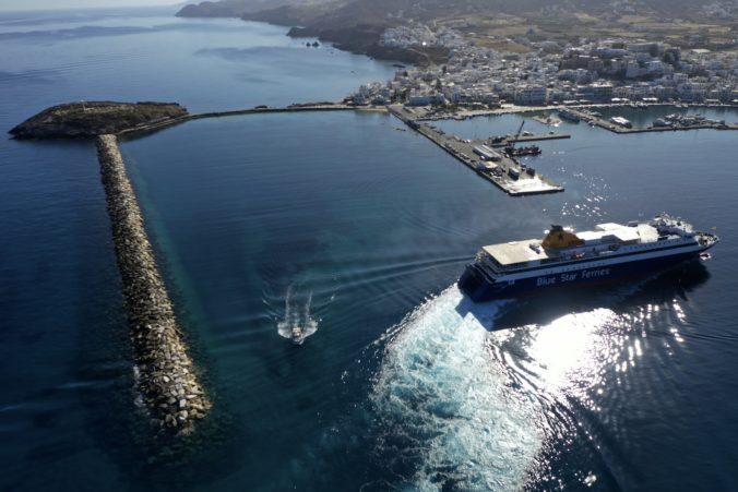 Grécko otvorilo turistickú sezónu a zrušilo väčšinu obmedzení pohybu