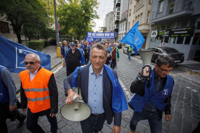 Odborári sa chystajú na tripartitu a avizujú aj masovejšie protestné akcie