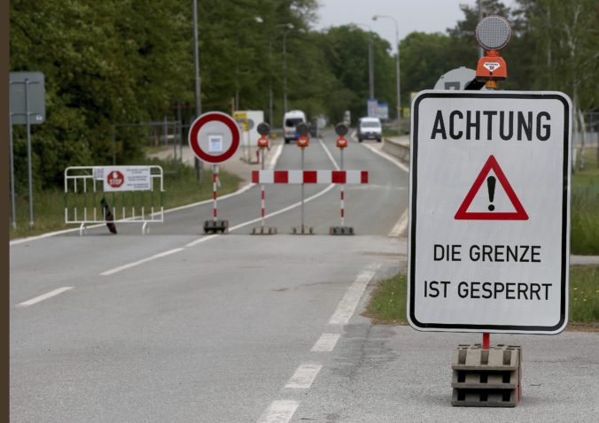 Slováci už nemusia pri vstupe do Rakúska absolvovať karanténu, problémom môže byť potvrdenie
