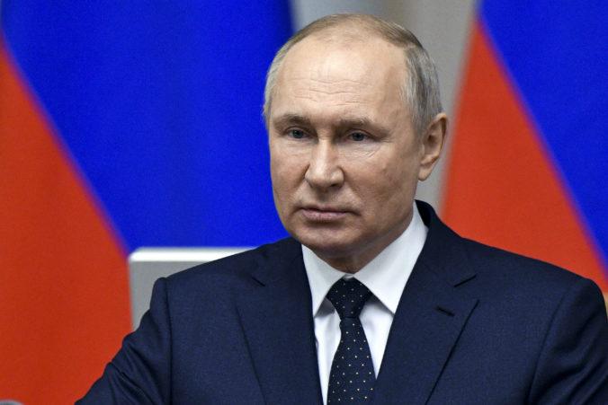 Silné Putinove slová. Rusko vyrazí potenciálnym zahraničným agresorom zuby, aby nemohli hrýzť