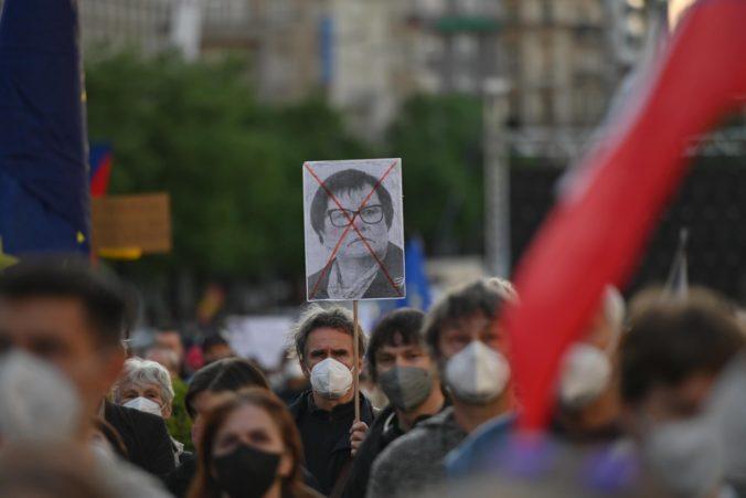 Tisíce Čechov vyšli do ulíc, žiadajú rezignáciu ministerky spravodlivosti Benešovej