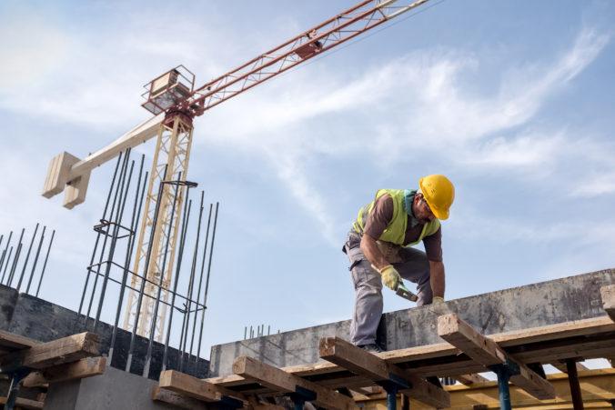 KDH: Stovkám podnikateľov v stavebníctve hrozí krach alebo prepúšťanie, ohrozené môžu byť tisícky miest