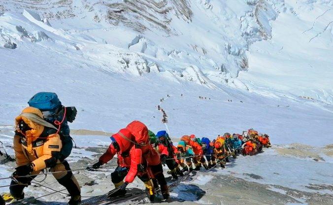 Na Mount Evereste sa malo koronavírusom nakaziť najmenej 100 ľudí, Nepál to popiera