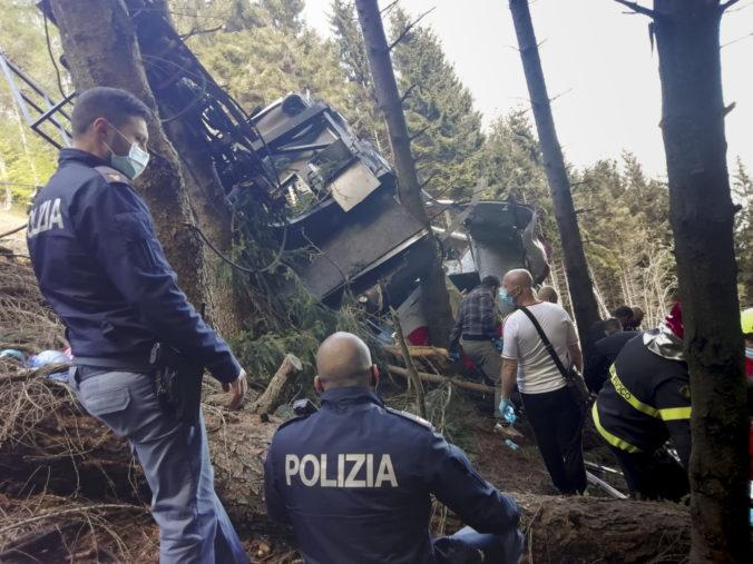 Pre pád talianskej lanovky zatkli troch ľudí, na núdzovú brzdu úmyselne namontovali svorku