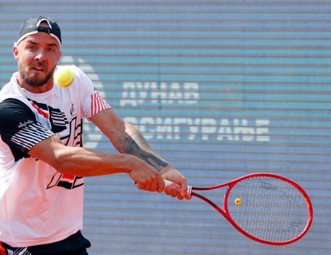 Martin dlho vzdoroval Djokovičovi na turnaji ATP v Belehrade, so semifinále sa však lúči s kanárom (video)