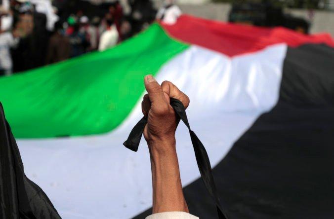 Stovky Palestínčanov protestovali na Západnom brehu Jordánu, jedného demonštranta zabili izraelské jednotky