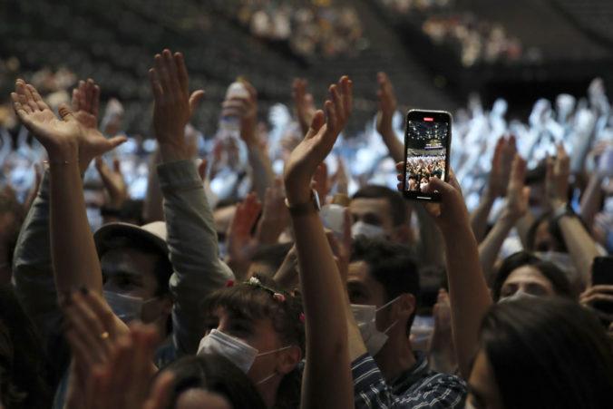 V Paríži sa konal testovací koncert, zabávalo sa na ňom 5-tisíc osôb