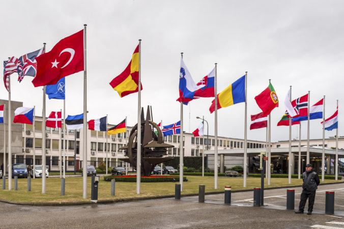 Bieloruskí predstavitelia majú obmedzený vstup do centrály NATO, budú ich brať ako návštevníkov