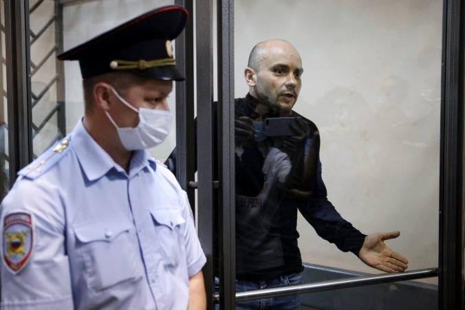 Rusi pokračujú v represiách proti opozícii, Pivovarova poslali do väzenia