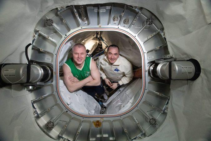 Ruskí kozmonauti vystúpili z ISS do otvoreného vesmíru, stanicu pripravujú na príchod nového modulu